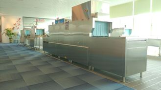 China High Speed Flight Type Dishwasher For Hotel / Restaurants / Staff Canteens supplier